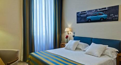 Chambre double ou a lits jumeaux crosti hotel residence for Chambre double lits jumeaux